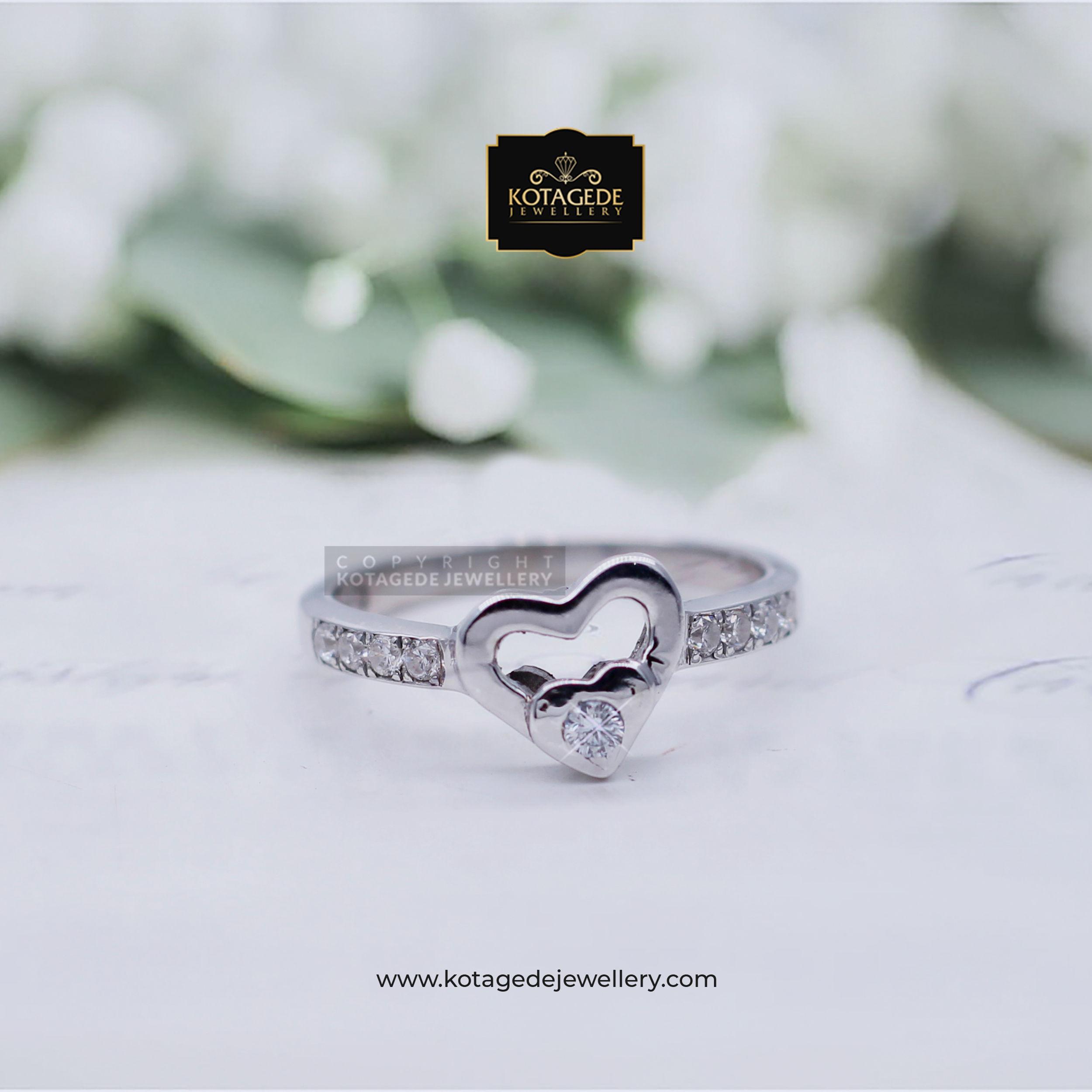 Cincin Kawin Tunangan Platinum Heart Diamond PT0007