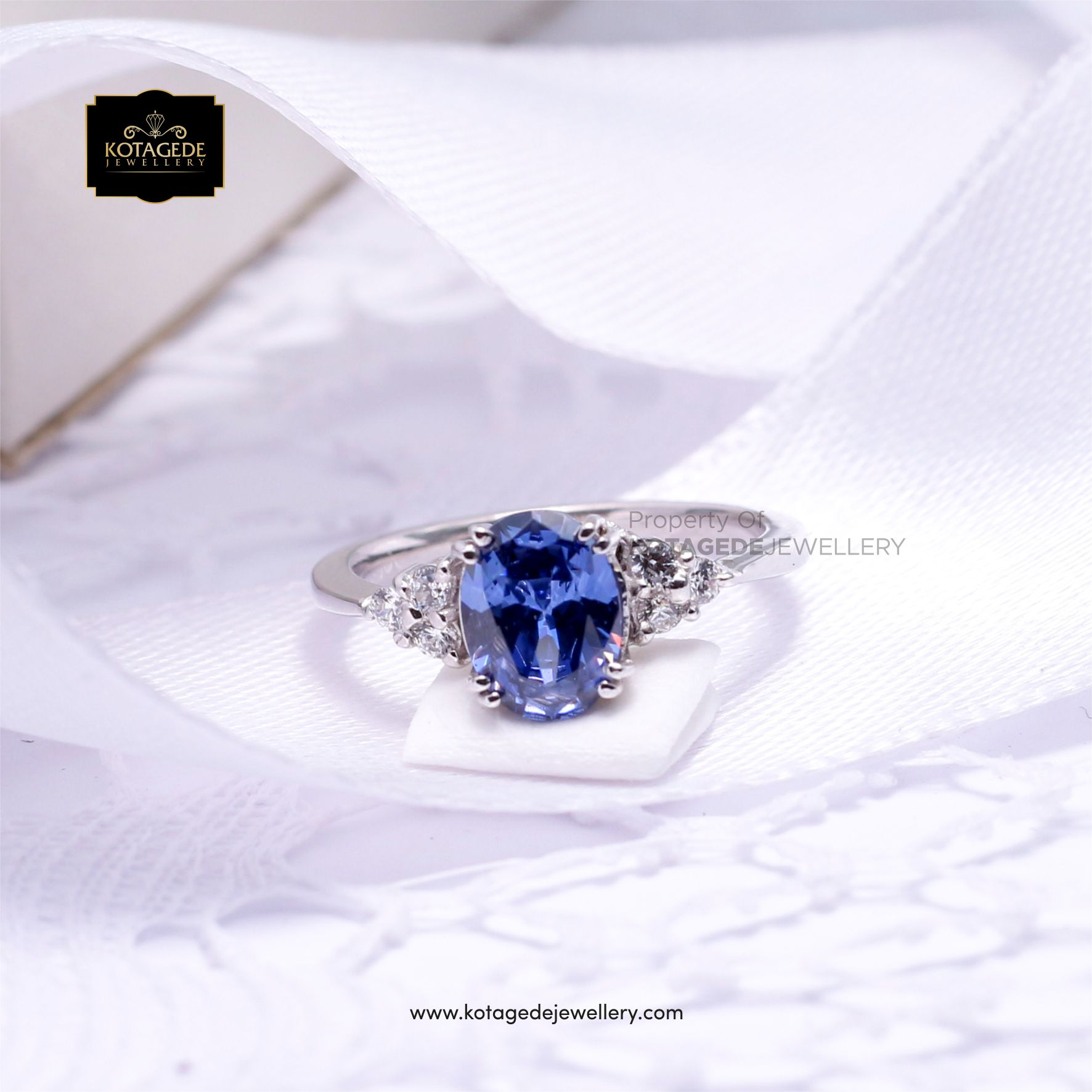 model Cincin berlian biru PT0037