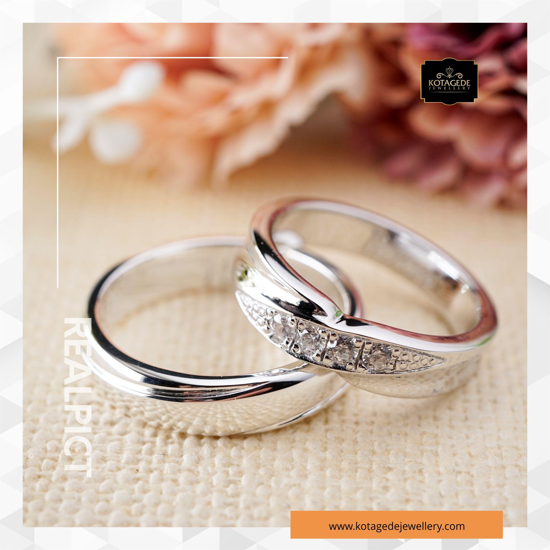 Cincin Kawin Tunangan Platinum Emas Putih Couple PT0117WG