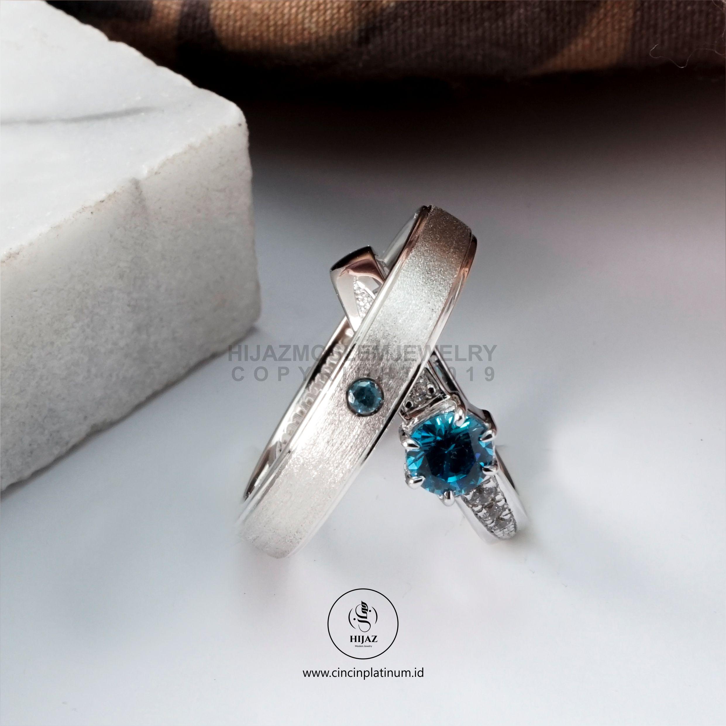 Cincin kawin dengan batu permata colourful