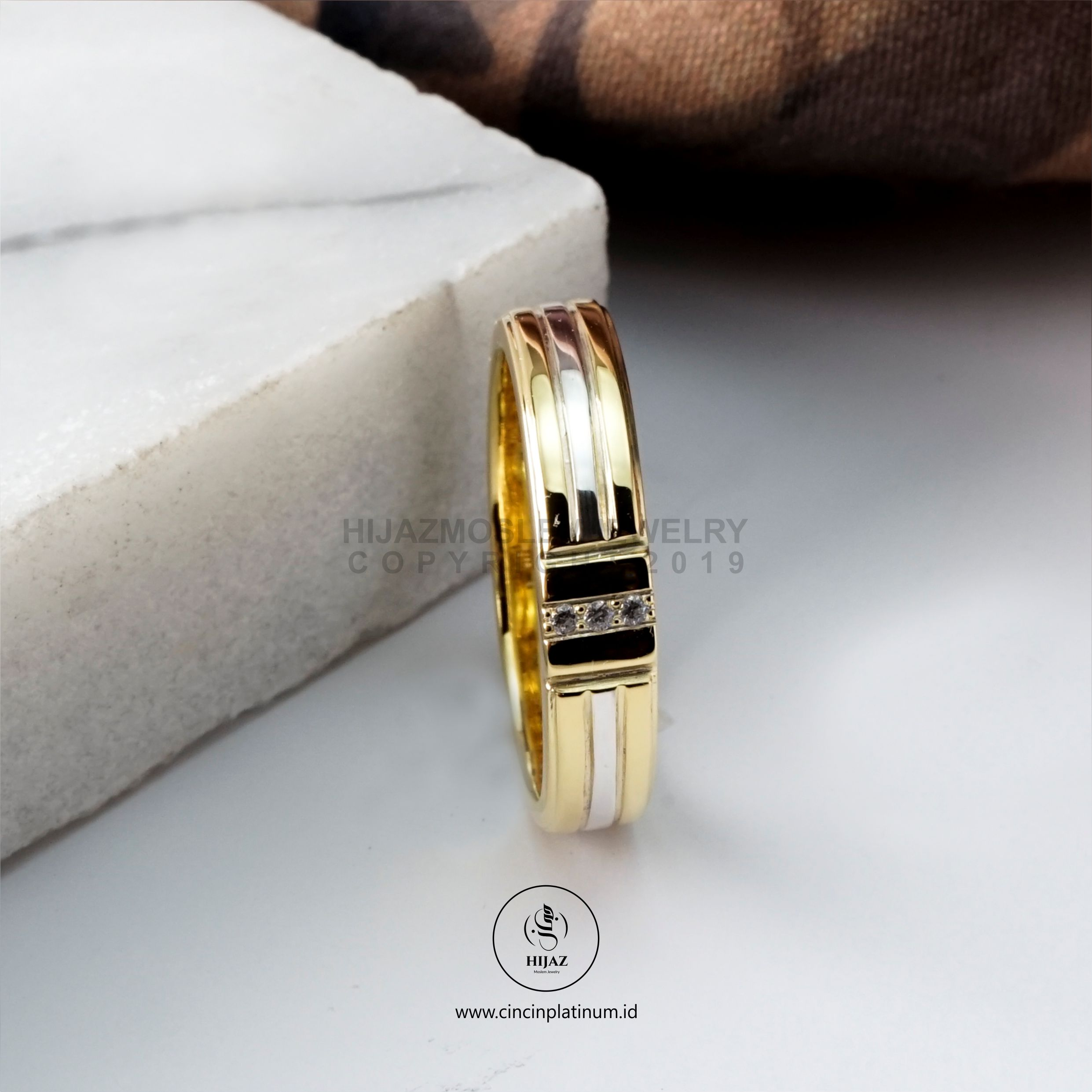 Cincin Kawin Tunangan Emas Kuning Simpel YG0147